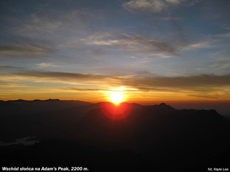 Wschód słońca na Adam's Peak