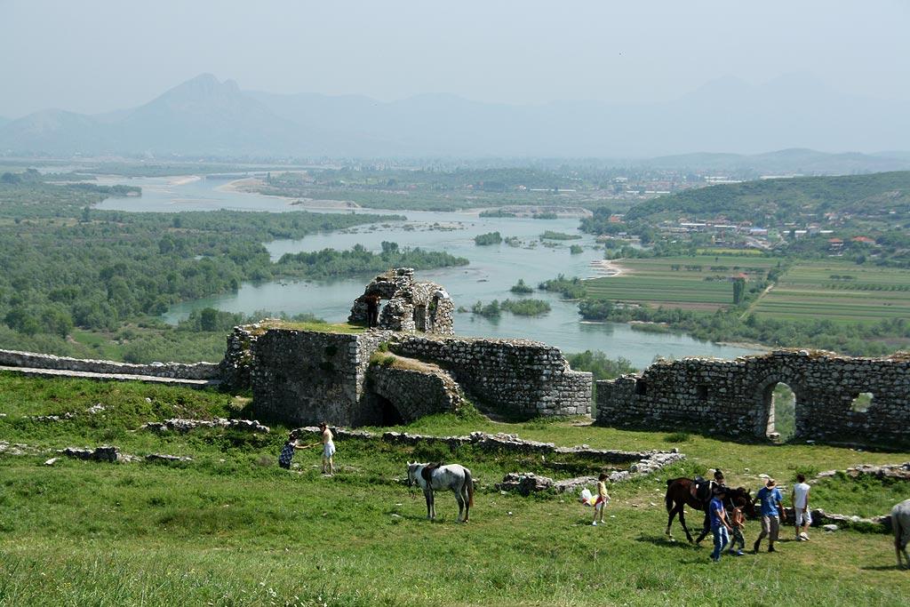 Na twierdzy w Szkodrze, Albania