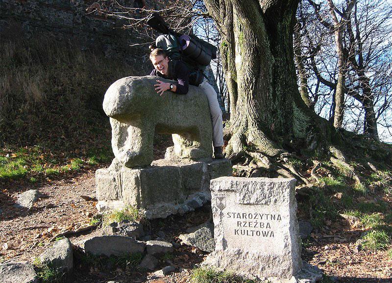 Edmund i rzeźba na Ślęży we Wszystkich Świętych.