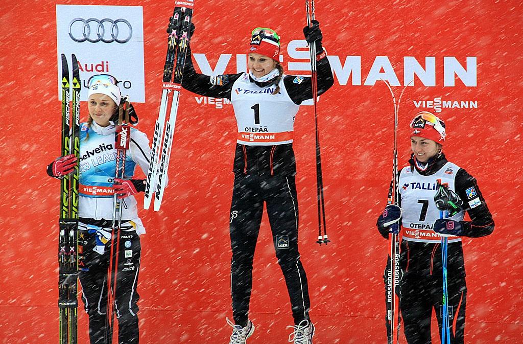 Zwyciężczyni sobotnich zawodów Ingvild Oestberg (Norwegia). Po lewej Stina Nilsson ze Szwecji a na najniższym stopniu podium Celina Brun-Lie z Norwegii.