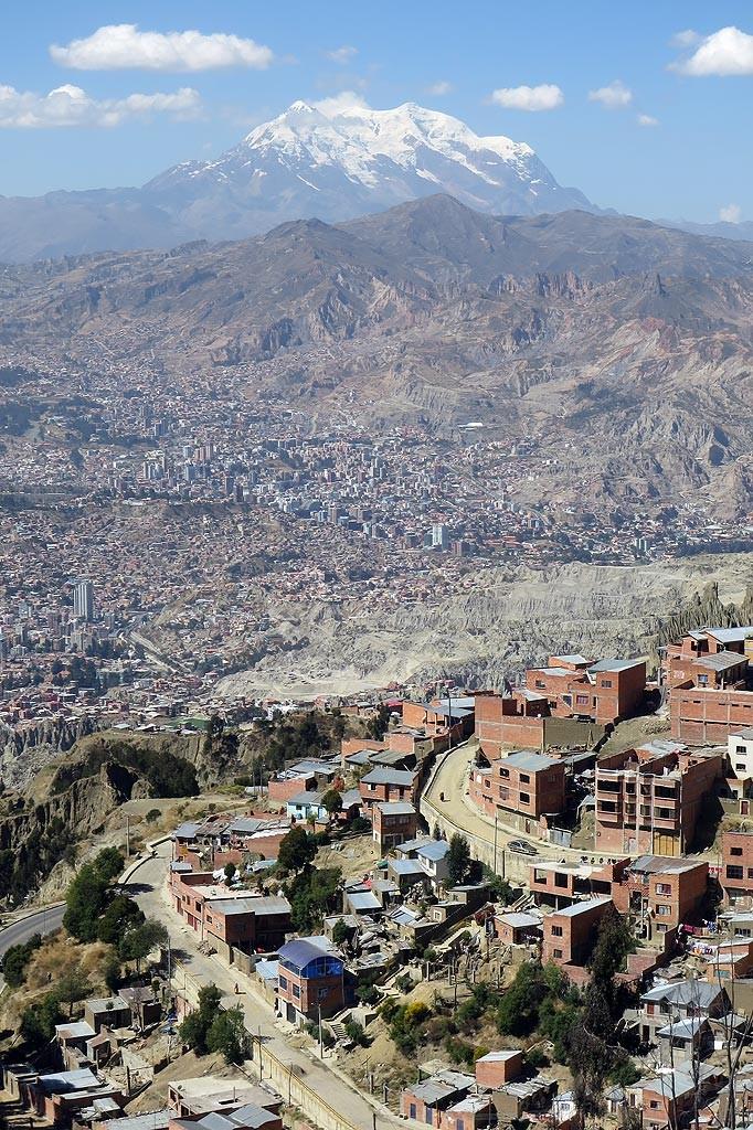 Szczyt Illimani (6462 m) wznoszacy sie ponad La Paz. Widok z El Alto (4100 m).