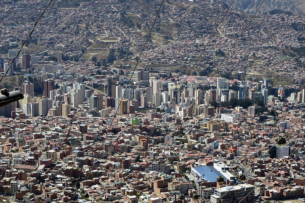 Centrum La Paz (3500 m) widziane z El Alto (4100 m)