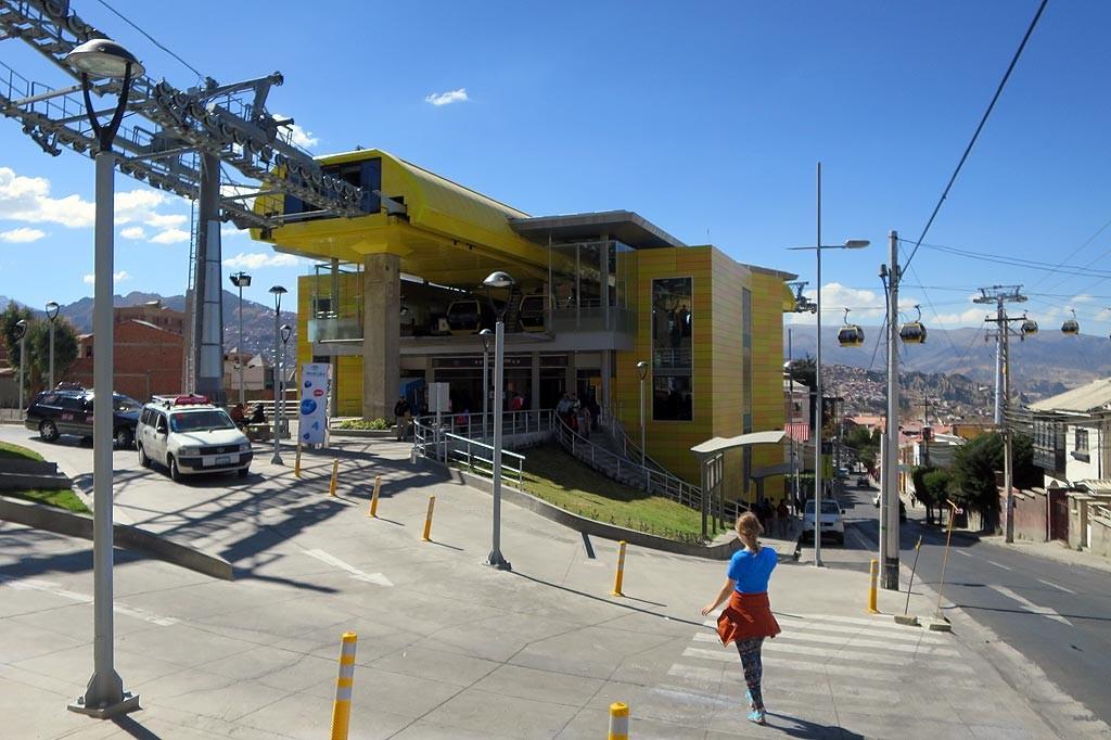 Stacja kolejki liniowej w Sopocachi, okolioce Plaza Espana