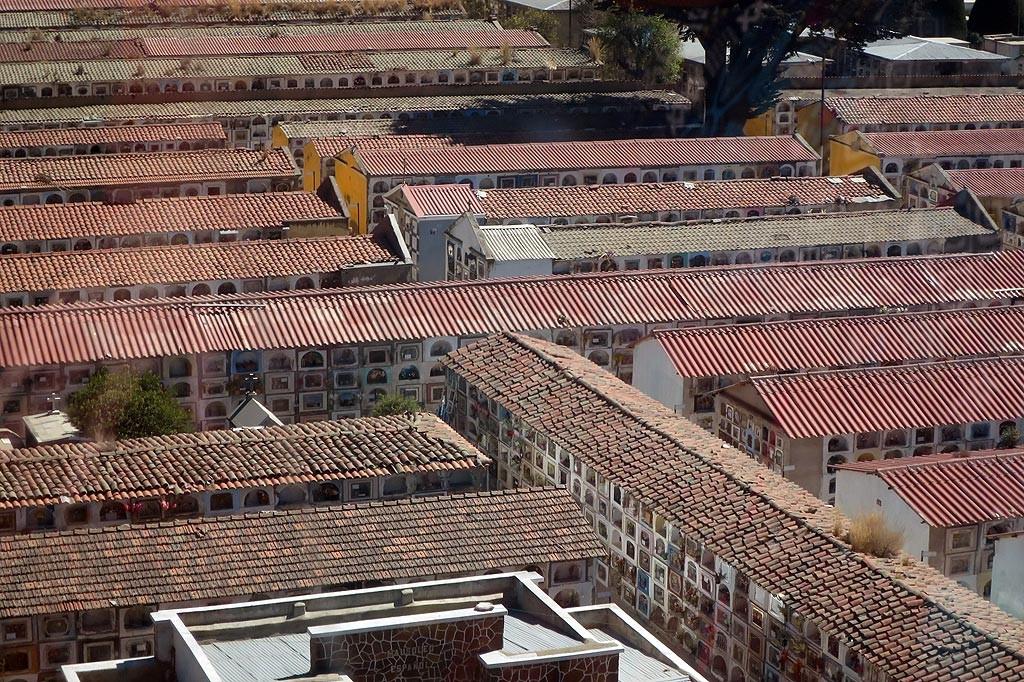 Glowny cmentarz La Paz - wszystko z jak najmniejszym wykorzystaniem przestrzeni.