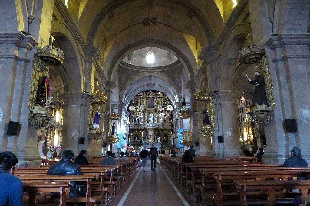 Najwazniejszy zabytek w miescie, zachwycajaca katedra San Francisco.
