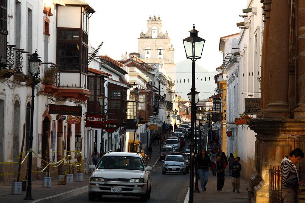 Zorganizowane i zadbane ulice w Sucre - starowka znajduje sie na liscie UNESCO.