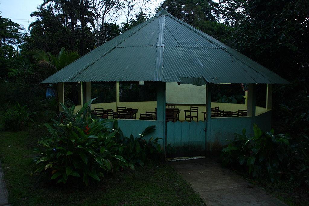 Szkoła podstawowa i klasa w Puerto Narino