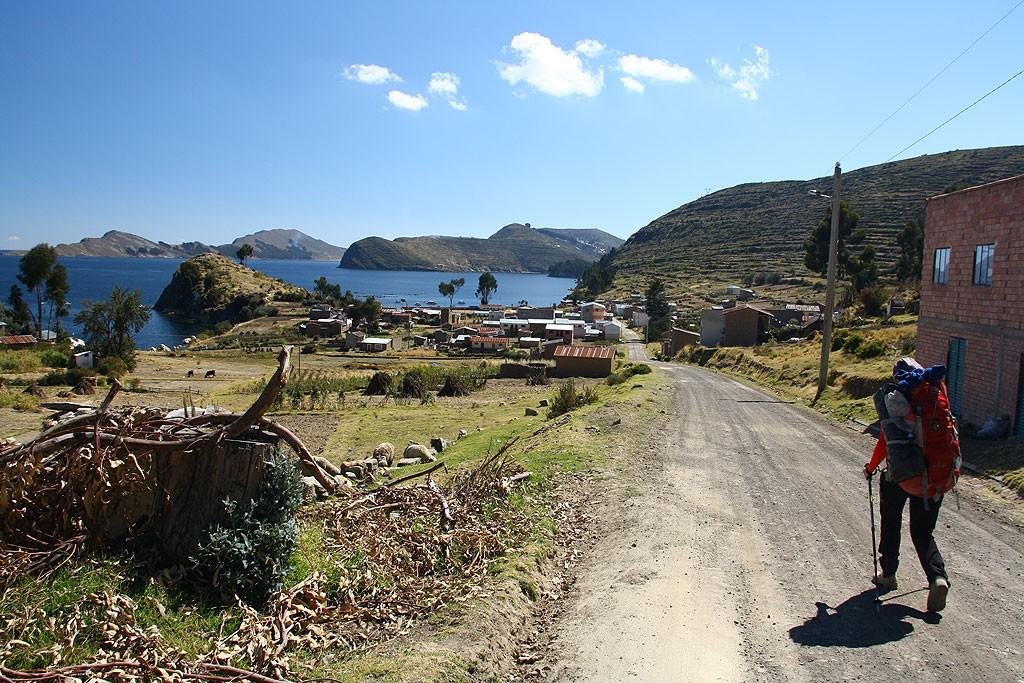 Zblizamy sie do Yampupaty, w tle Isla del Sol