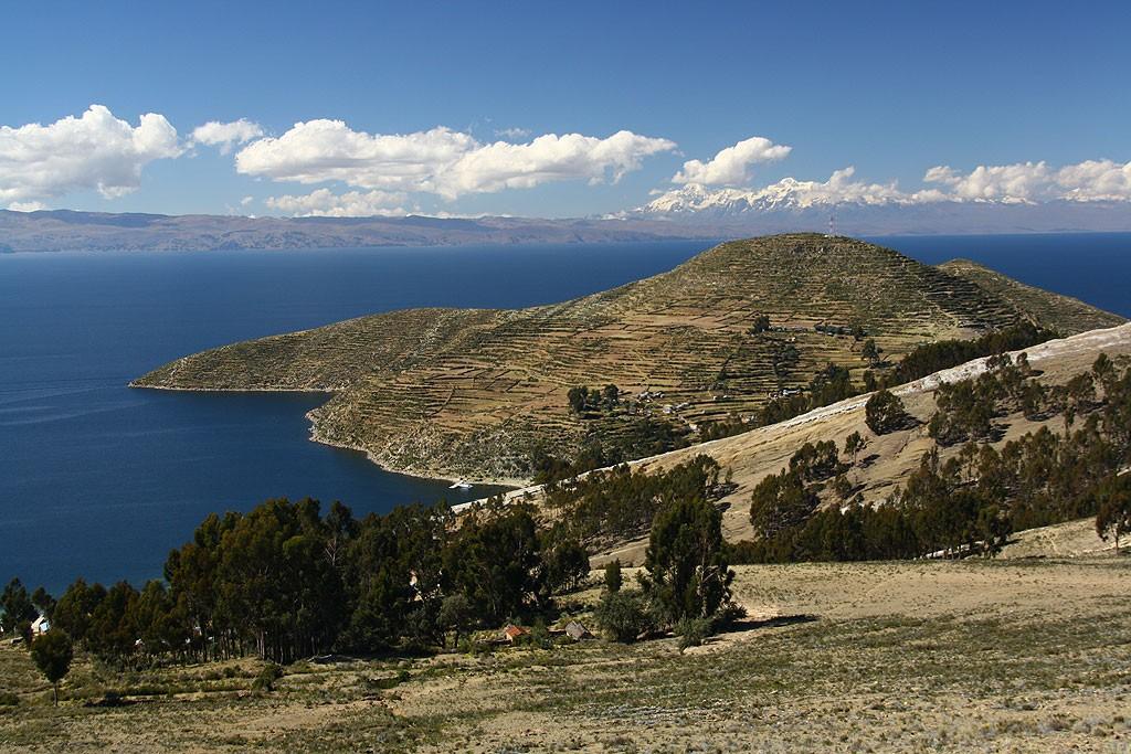 Widoki z Cerro Santa Barbara (4032 m) na Cordilliera Real