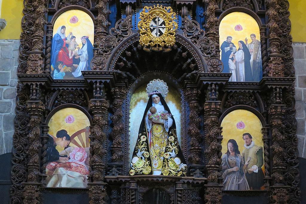 Jeden z bocznych ołtarzy kościoła Santo Domingo w Cusco. Bardzo często postacią przewodnią ołtarzy jest tu Maryja, nie Jezus..