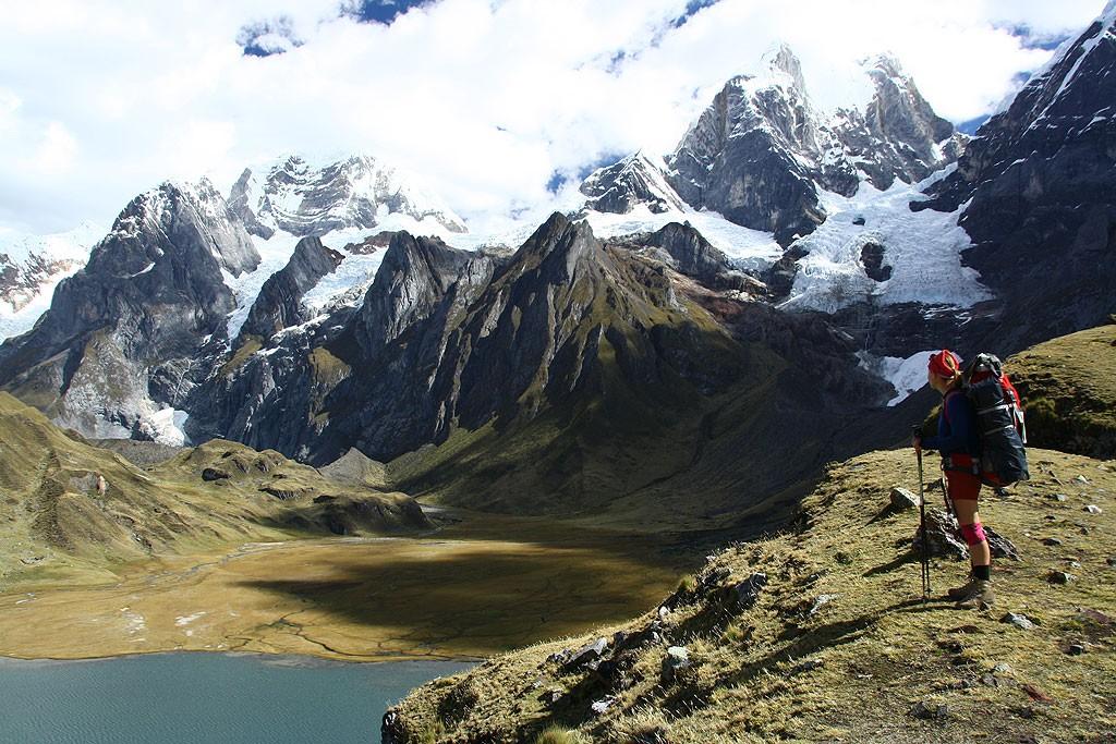 Koniec dnia czwartego, widok na Yerupaje oraz Lagune Carhuacocha.