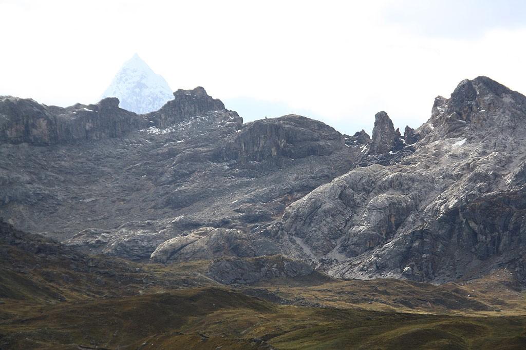 Widok na trasę alternatywną dnia piątego oraz paso 4800 m.