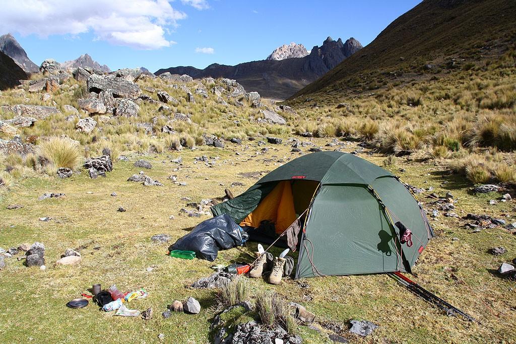 Przygotowania do najzimniejszego noclegu pod Paso Cuyoc, na 4500 m.