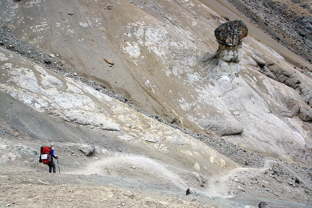 Zejście z Paso Cuyoc do doliny Quebrada Guyanacpatay.