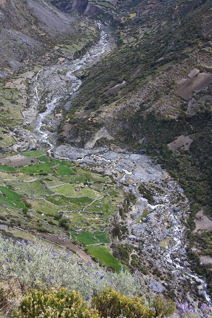 Zejście do doliny Rio Calinca w kierunku Huayllapa.