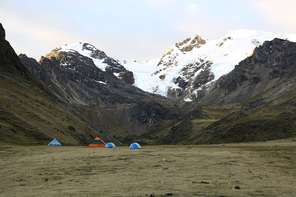 Wieczór dnia ósmego. Nocleg w campamento nad Huyallapa.
