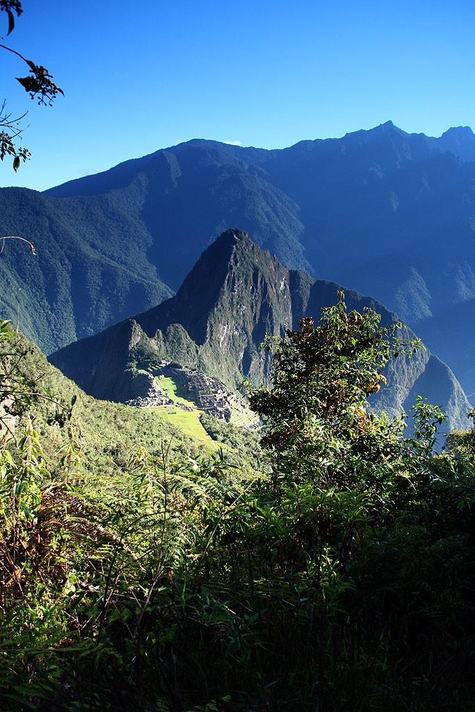 "Widok na Machu Picchu z podejcia na tzw. ""Machu Picchu Montana"" (3100 m)"