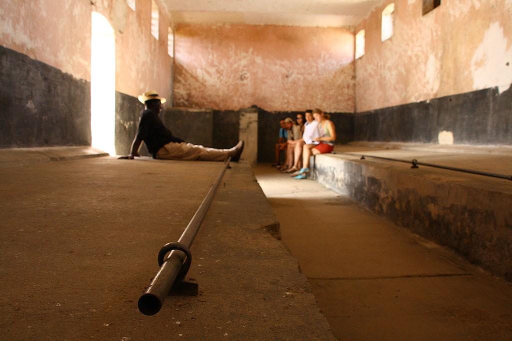 W celach tej wielkości (zaprojektowanych na 50 osób) mieszkało 80+ więźniów.
