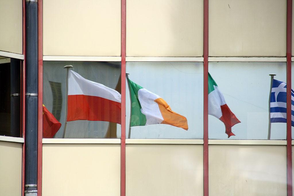 Każdy z krajów należących do ESA, w tym Polska,  obowiązkowo prowadzi projekty związane z badaniem kosmosu. Polacy uczestniczyli m.in. w pracach przy sondzie Rosetta.