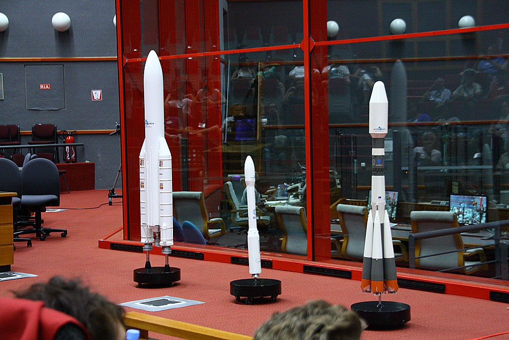 Modele ciężkiej Ariane-5 (nośność do 20 ton), lekkiej Wegi (wynosi do 1.5 tony) oraz średniego  Sojuza (nośność do 7 ton).