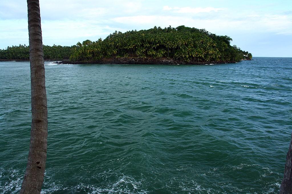 Widok z Île Royale na Île Saint-Joseph