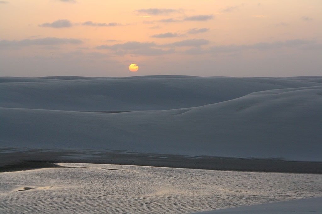Ostatnie promienie słońca nad Lencois Maranhenses