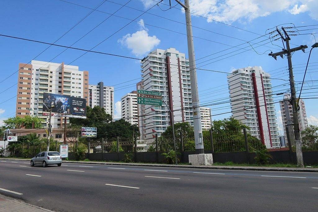Nowoczesne oblicze Manaus, w jednym z tych budynków śpimy.