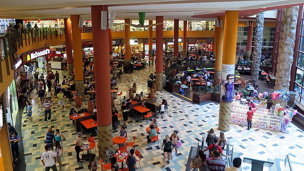 Prawdziwe centrum miasta, czyli shopping malle.