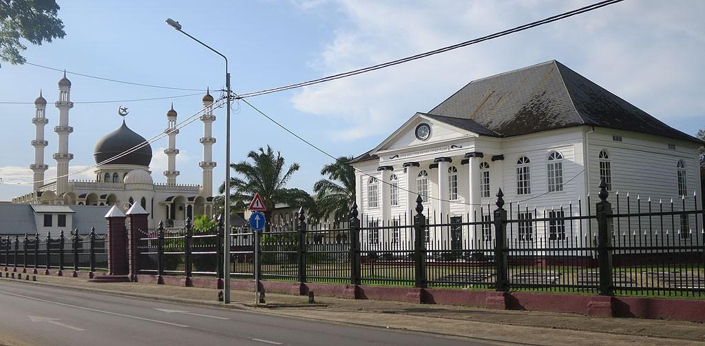 W Paramaribo meczet i synagoga stoją obok siebie