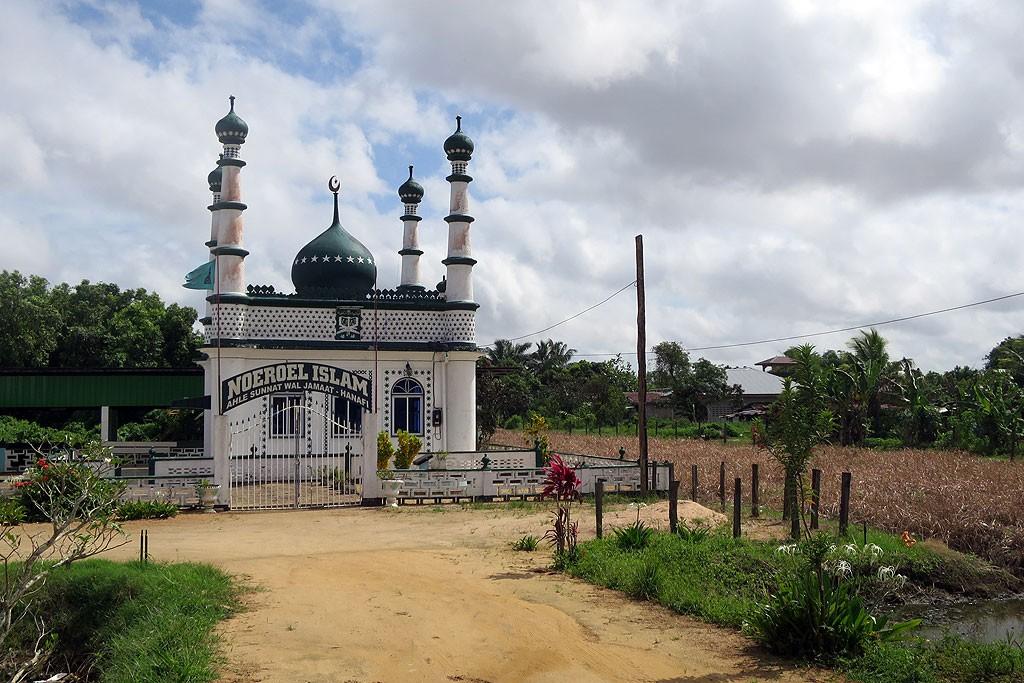 Kilkaset metrów dalej, kolejny meczet