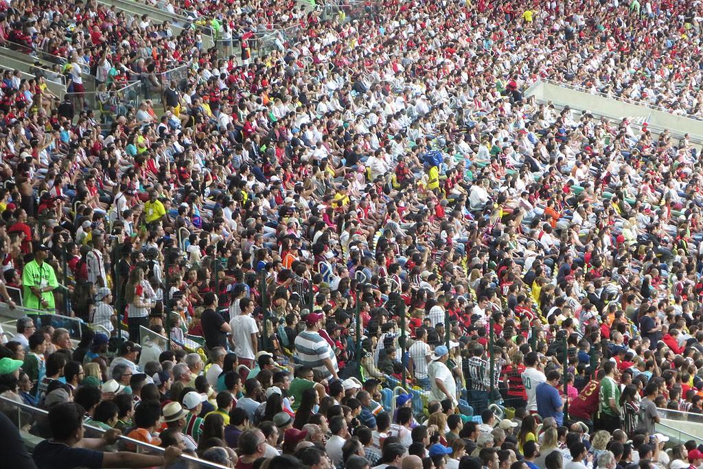 Tlum ludzi bardziej zorientowanych od nas, czym zajmuje sie Flamengo
