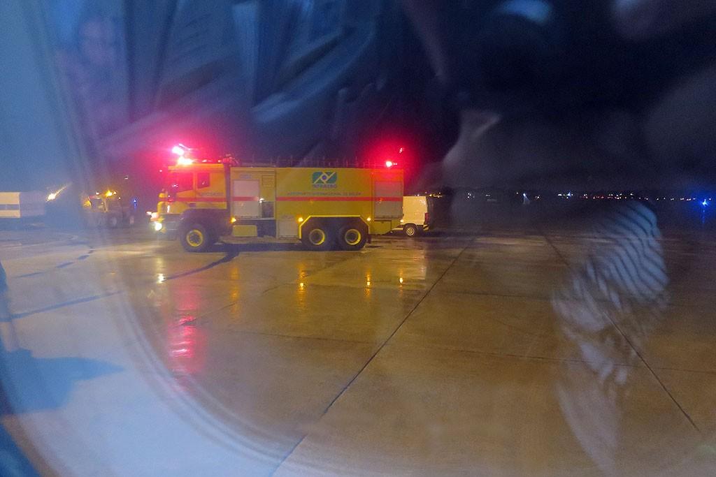 Marzenie każdego pasażera - polewanie samolotu wodą zamiast voucherów i szampana