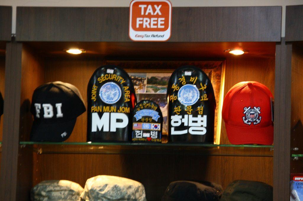 Odlicz podatek kupując pamiątkową czapeczkę FBI z wizyty w JSA
