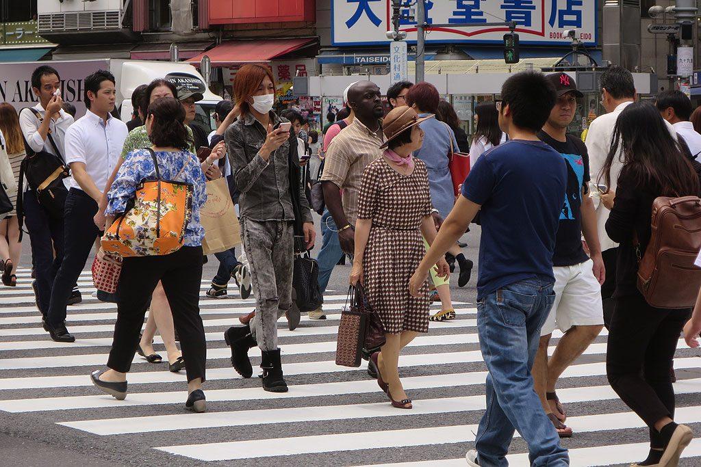 Spędziliśmy przy Shibuya Crossing dobrą godzinę obserwując niekończący się sznur przechodniów.