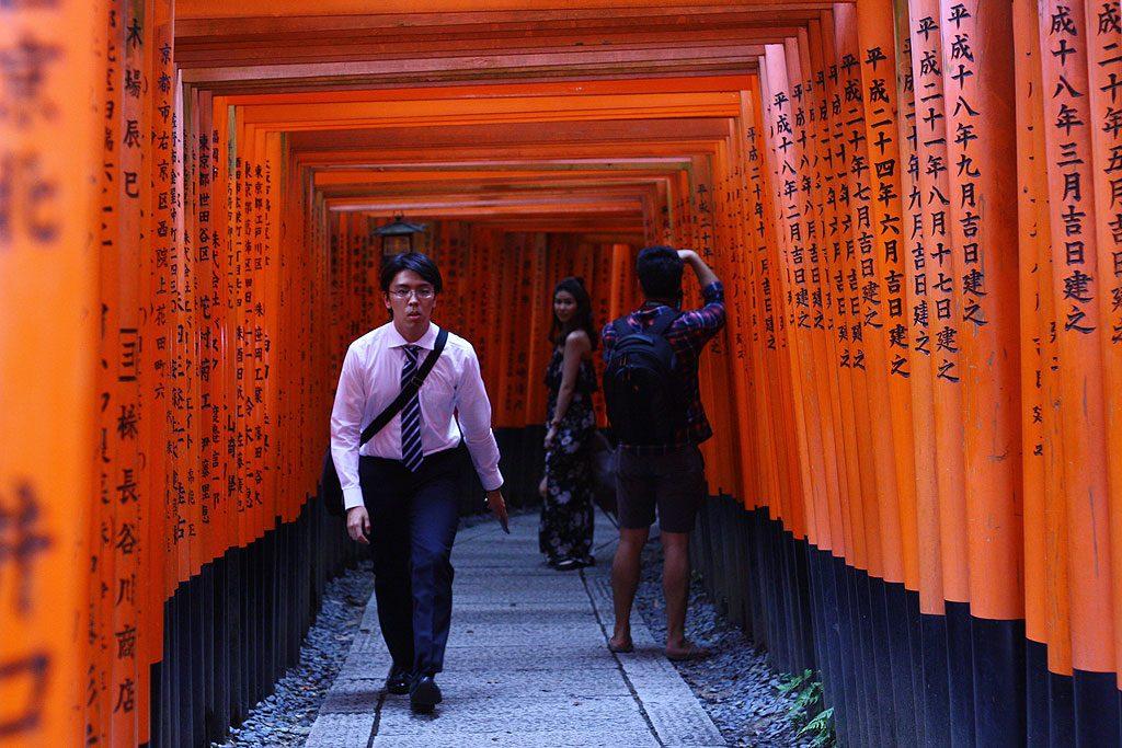 Świątynia Fushimi Inari i bramy torii, południowe Kioto.